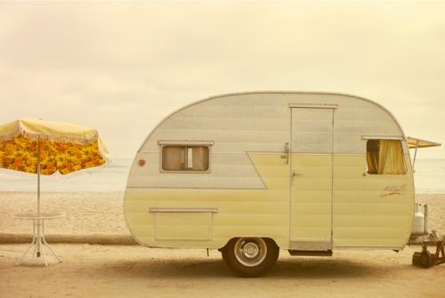 camper ombrellone spiaggia estate vacanze